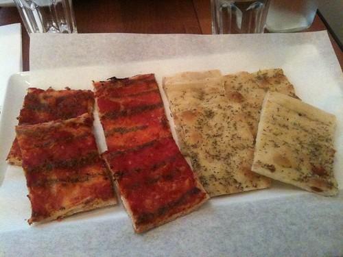 Pizza di Loretta: Pizza marinara au pesto de persil et pizza bianca au romarin