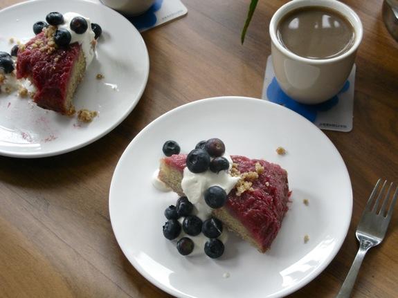 rhubarb crumb upsidedown cake 001