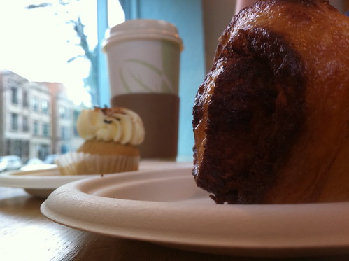 Cinnamon roll + mini-cupcake at Sweet Cakes