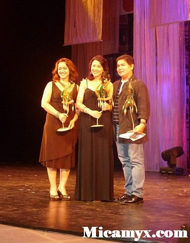 Shamaine Buencamino, Racquel Villavicencio and Jim Pebangco with their balanghay trophies: Well-deserved
