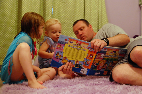 017 Scott reading to Abby & Mckenzie