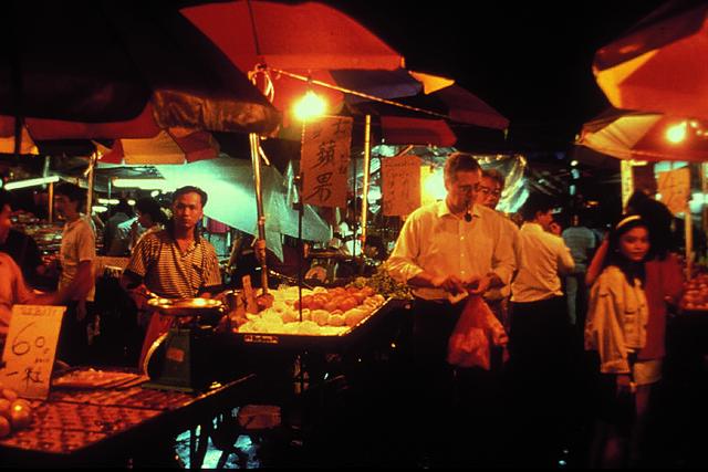 ナイトマーケットと中華シーフードの夕食(カルチャーショー付)