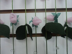 cortina de rosas (Quelfuxique) Tags: flores fuxico comofazerflor