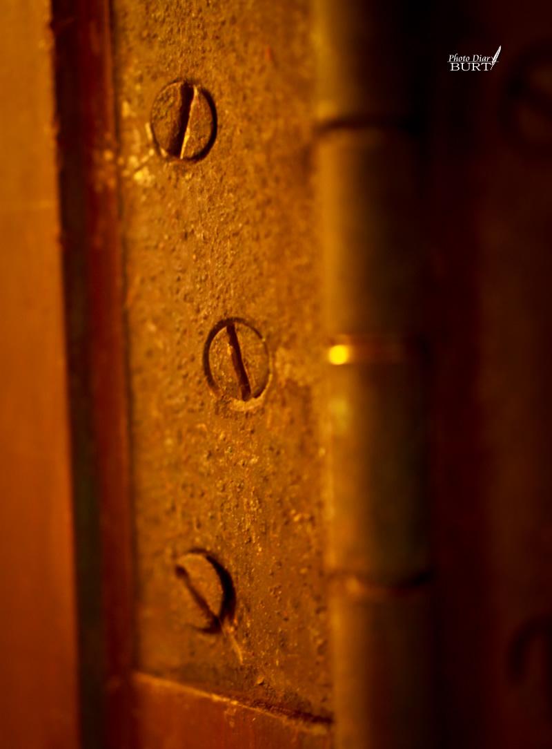 生鏽的門軸