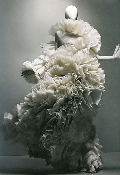 Alexander-McQueen-Savage-Beauty-Met-Exhibit-Book-17