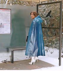 Busstop (mallorcarain) Tags: fetish nice boots vinyl streetshots raincoat pvc bottes fakes stiefel raincape regenmantel ciré lackmantel imperméables