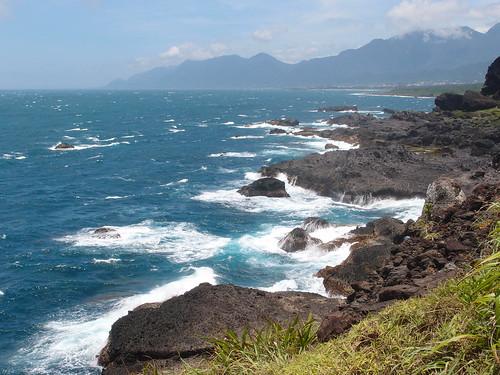 台灣美景處處,圖為台東三仙台的壯闊海岸。