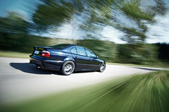 BMW M5 (MaddixLuxx) Tags: road trees bw speed grey nikon driving d2x fast tokina rig bmw rims m5 rolling v8 schnell geschwindigkeit felgen e39 freudeamfahren 1116 1000x graufilter drivingmachine