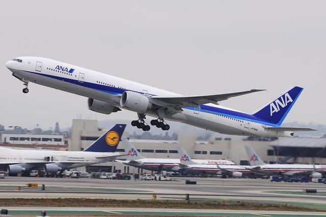All Nippon Airways (ANA) Boeing 777-381ER (JA780A)