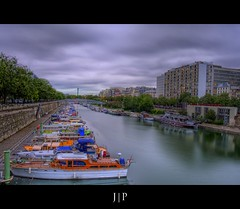 Quai Bastille - Paris (J P | Photography) Tags: life wallpaper sky cloud paris france apple monument seine clouds photoshop french photography mac aperture nikon raw imac angle cloudy photos ps jour ciel jp pont uga nikkor nuage franais hdr hdri tourisme francais touristique 1024 photographe expositionlongue photomatix niksoftware jpphotography d7000 hdr9raw d3100 djpig91