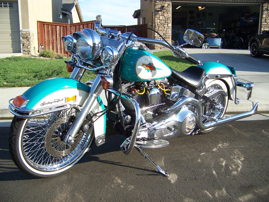 LETS SEE YOUR LOWERED SOFTAILS NO 4X4s Please