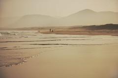 Praia do Moambique (Dircinha -) Tags: sea brazil mountain praia beach fog brasil canon areia florianpolis wave arena florianopolis santacatarina montanha onda amricadosul praiademoambique dircinha