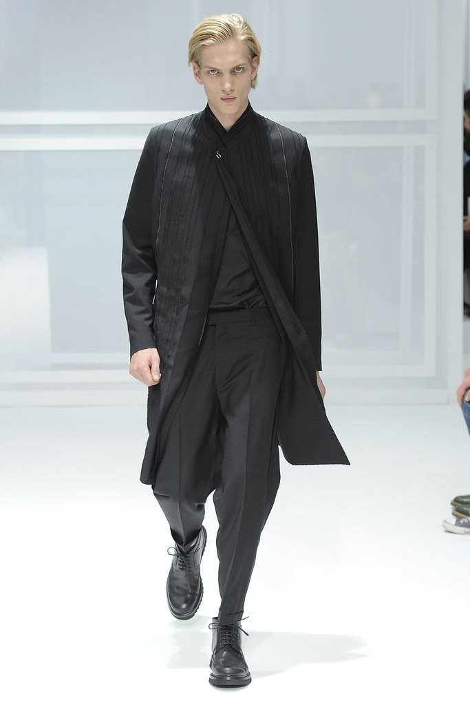 Paul Boche3280_SS12 Paris Dior Homme(VOGUEcom)
