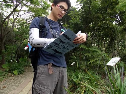 至今有將近200名志工參與BBS Taiwan全民科學家調查的行列,圖為志工參與野外調查的情形。(圖片來源:特生中心)