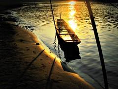 Laos - Febbraio 2011 (anton.it) Tags: barca tramonto fiume sole laos luce platinumheartaward canong10 antonit ringexcellence dblringexcellence tplringexcellence
