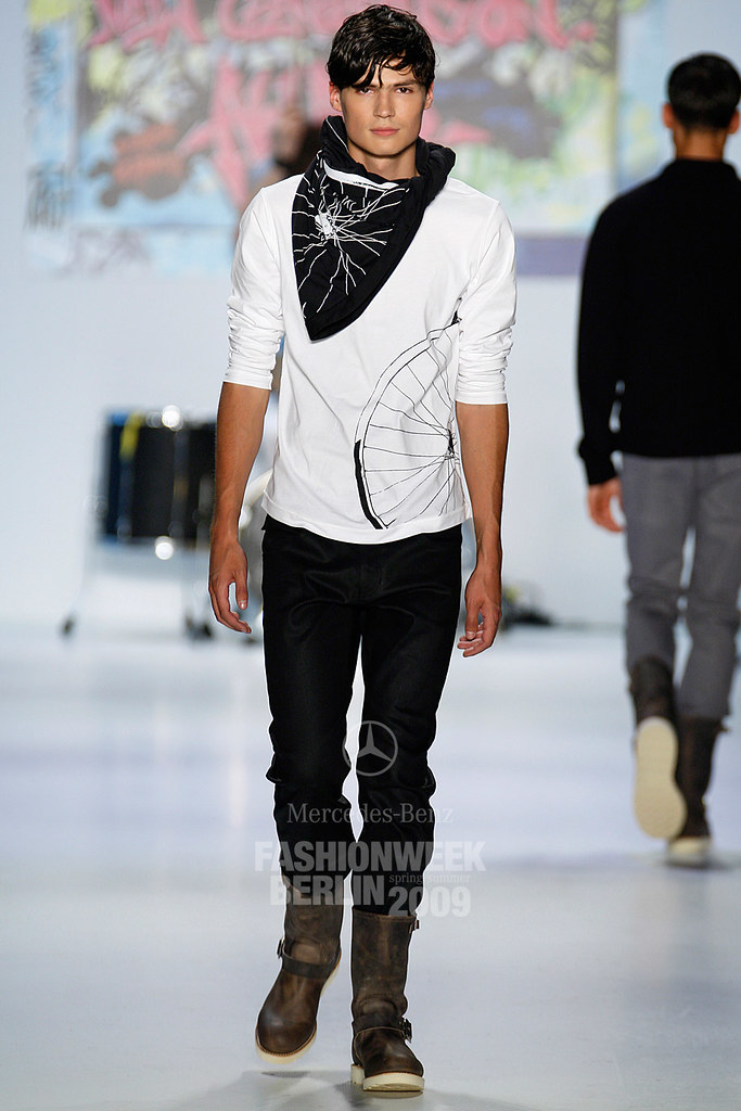 SS09 Mercedes-Benz Fashion Week Berlin_QED007_Guntars Asmanis