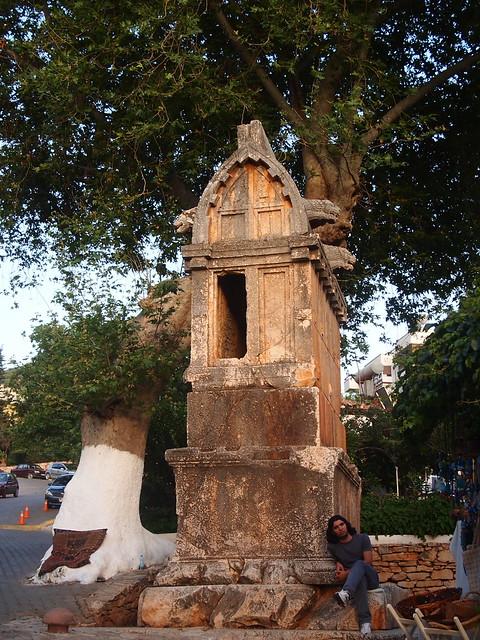 市中心的石棺