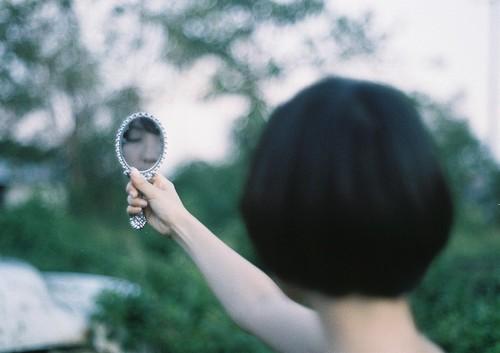 フリー写真素材, 人物, 女性, アジア女性, 鏡・ミラー, 後ろ姿, ショートヘア,