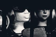si la moda se viste de seda, moda queda (quino para los amigos) Tags: berlin fashion glasses faces head moda retro alemania caras sombrero maniqui dsc0469