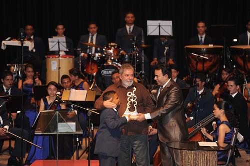 21/07/11 | Ex-presidente Lula recebe homenagem da Orquestra Criança Cidadã, no Parque Dona Lindu, No Recife. Foto: Sérgio Figueirêdo.
