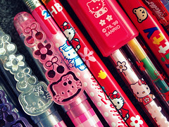 Hello Kitty Pens Collection Macro (Moon Memento    ) Tags: japan japanese hellokitty sanrio collection collections ballpointpen 2011 gelpen japaneseimport  glitterpen hellokittystationary  metallicpens hellokittypens hellokittypen sanriostationary japanesesanrio sanrioimport sanrio80s hellokittypencil hellokittypencils