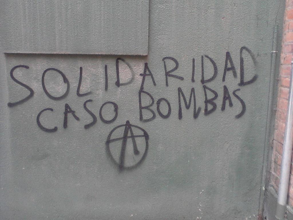 [Fotos] Pintadas solidarias con compas presxs en Grecia, Chile y Suiza realizadas en Barcelona, España