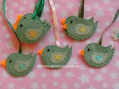Verdinhos (F Eccel- Feltro no capricho) Tags: flores verde bird cores marcadores felt vermelho amarelo feltro patchwork pssaros lils passarinhos marcapginas lembrancinhas