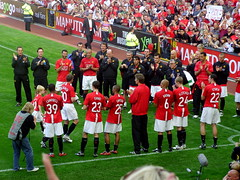 Acknowledging a Icon (70C Photography) Tags: england fletcher manchester james football evans united samsung ole 20 title 2008 legend ferguson cummins treble premiership giggs testimonial espanyol tevez vandersar nv7 solskaer