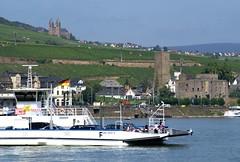 Bingen, Blick auf Rüdesheim und die Rheinfähre (View of Rüdesheim and the Rhine ferry) (HEN-Magonza) Tags: bingen rüdesheim boosenburg castle klostereibingen eibingenmonastery rheinfähre rhineferry rhein rhine rheinlandpfalz rhinelandpalatinate deutschland germany