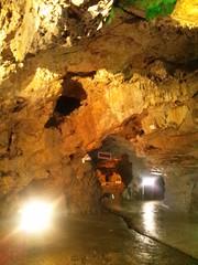 飛騨大鍾乳洞の内部の写真