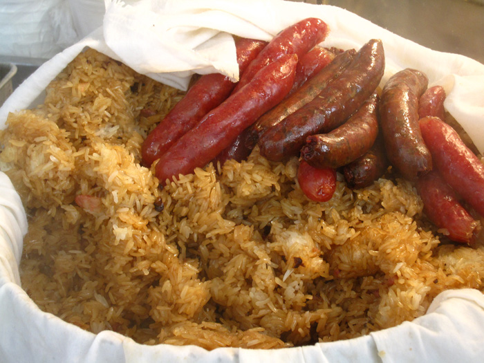 Hong Kong Street Food - Steamed Glutinous Rice and Sausage