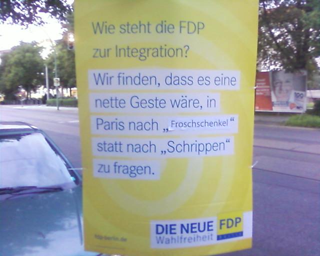 FDP-Wahlplakat in Berlin: In Frankreich bestellt man Crossaints, äh Froschschenkel
