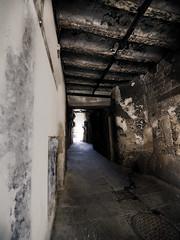 Atrévete a venir (_Zahira_) Tags: barcelona street light textura luz wall lafotodelasemana pared calle olympus nd nr e500 uro callejuela ltytrx5 zd714