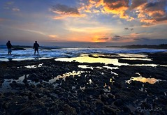 atmosphere at the Pererenan beach (Dyahniar Labenski) Tags: sunset bali fisherman nikon lowtide niar 1024mm pererenan d7000 ikniroviolet dyahniar