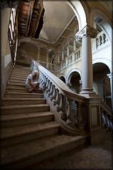 Sacame de aqui, no me dejes sola... (Zaika_LaMala) Tags: espaa abandoned nikon chica terror mansion sola fantasma miedo escaleras palacio bello abandonado zaikalamala