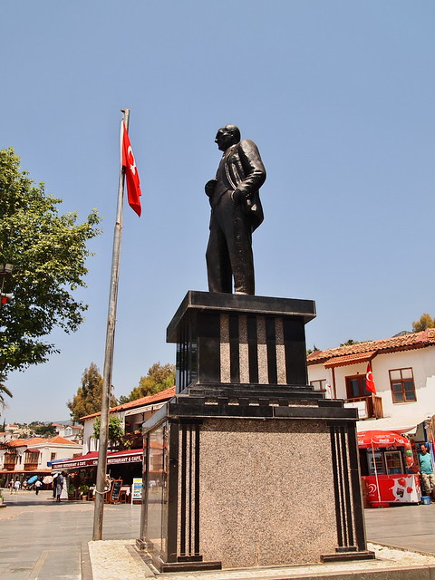 Kas市中心廣場的凱莫爾雕像