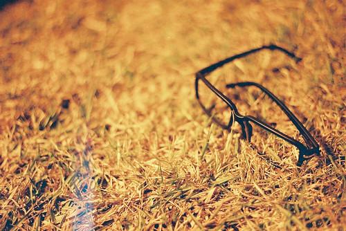 [フリー画像] 物・モノ, ファッション用品, 眼鏡・メガネ, 201107192300