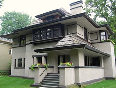 A Frank Lloyd Wright House in Chicago's Oak Park (UGArdener) Tags: city chicago architecture downtown thecity franklloydwright wright prairieschool streetscenes urbanspaces lifeinthecity artsandcrafts highlightsofchicago
