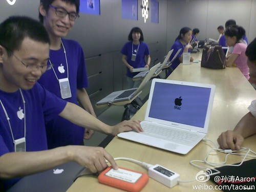MacBook Air Knockoff in China Apple Store