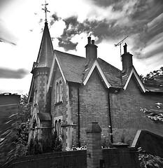 old uk red england sky blackandwhite bw white house black... (Photo: Мaistora on Flickr)