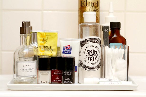 bathroom-tray-intothegloss