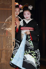 Beautiful moment (Teruhide Tomori) Tags: japan kyoto traditional event maiko 京都 日本 祇園 kimono gion 着物 higashiyama hanamachi ayano 舞妓 花街 hassaku fumino 彩乃 八朔 章乃