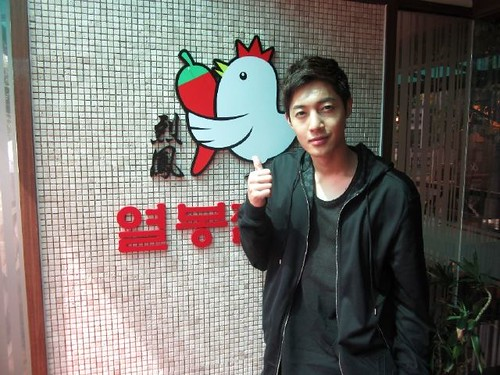 Kim Hyun Joong at SE7EN Restaurant