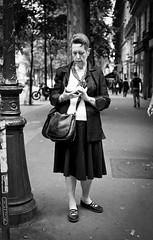 street portrait (P.Baille) Tags: street white black paris film zeiss 35mm reflex kodak candid montmartre contax epson flektogon ilford f24 167mt v500