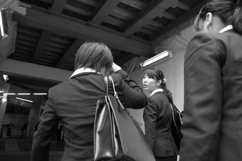 歩く女 3