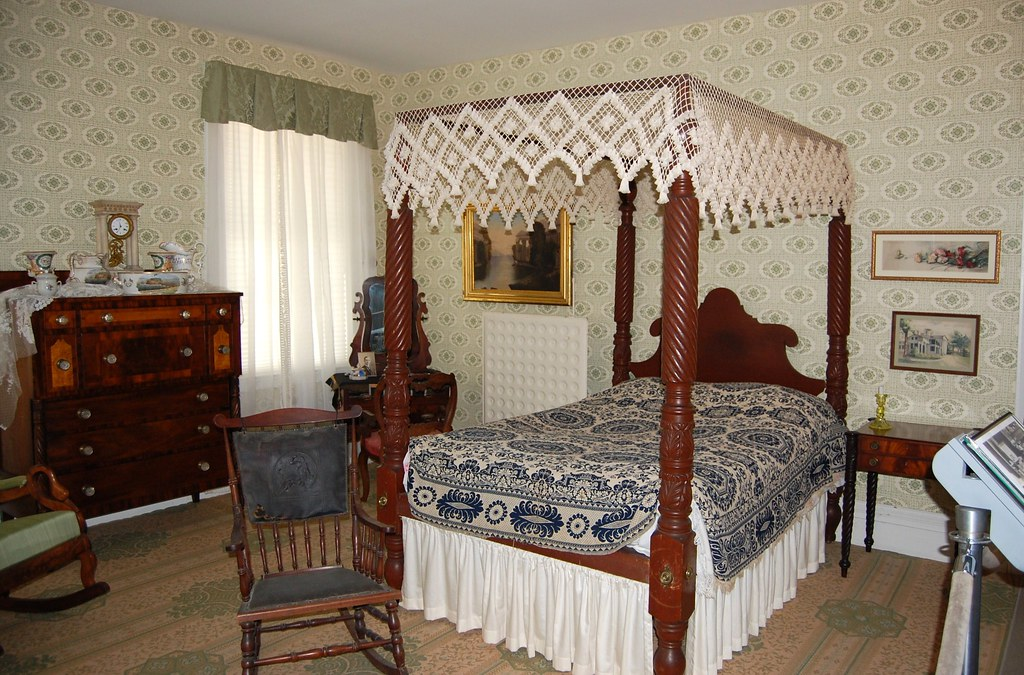 Rose Hill Mansion  - The  Green  Bedroom