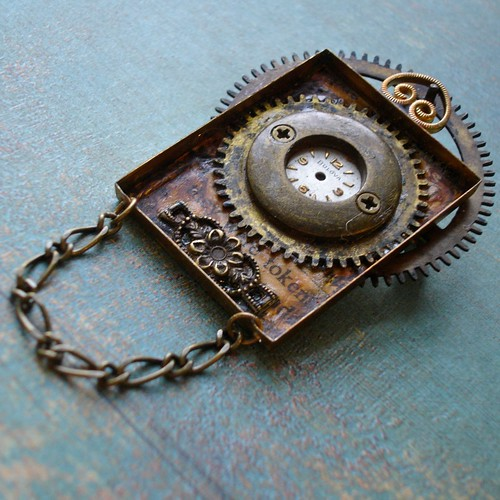 Aeon Steampunk Pin / Pendant - Clock with Eternal Time - Clock Gears