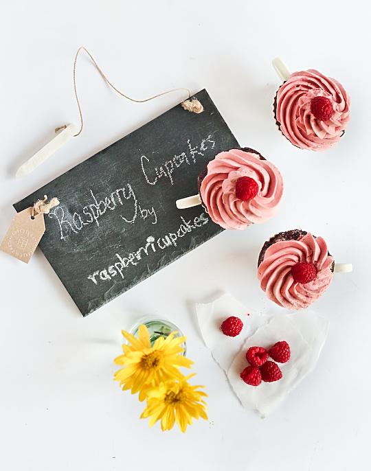 raspberry_devil_cupcakes-2