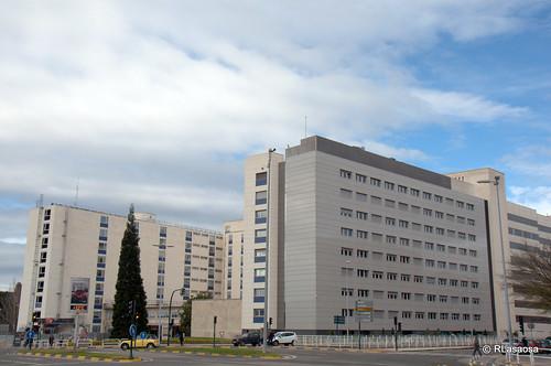 Vista de parte de la Clínica Universitaria de Navarra desde la Avenida de Pío XII