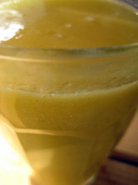 Mangolassi raw food (1 glas)